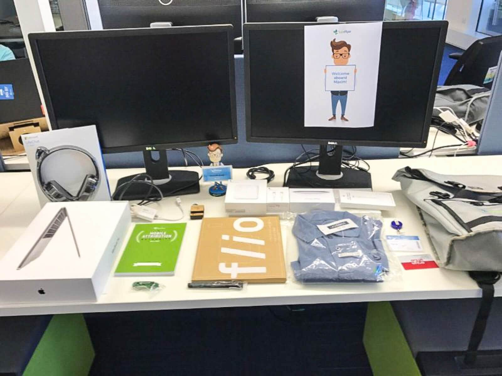 apps-flyer-new-hire-employee-welcome-kit